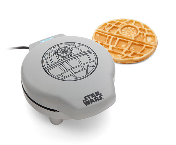 geek-fan-kitchen-breakfast-star-wars-death-star-waffle-iron-3