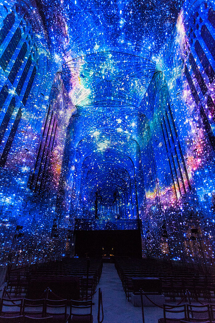 kings-college-chapel-immersive-projection-dear-world-yours-cambridge-miguel-chevalier-11