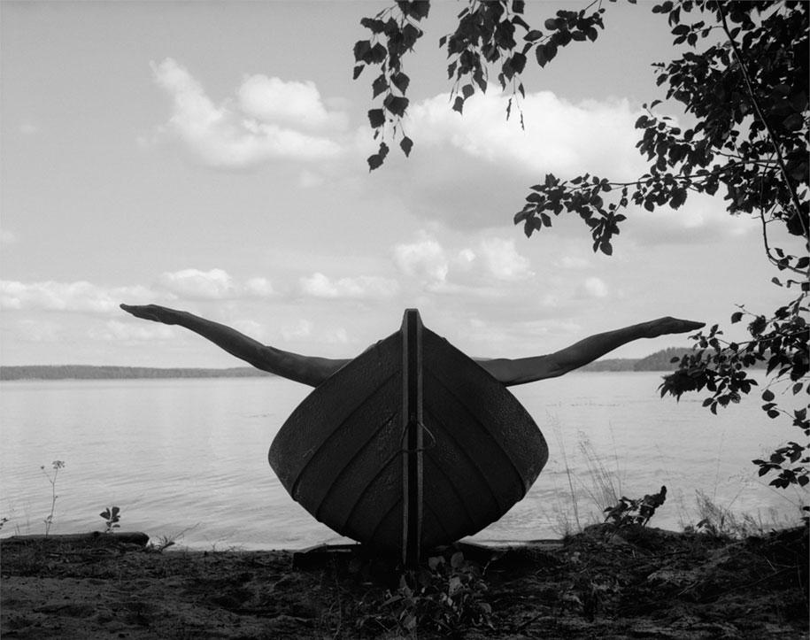 landscape-self-portrait-photography-body-arno-rafael-minkkinen-9