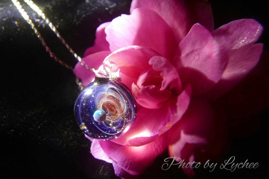 planets-galaxy-glass-pendants-space-glass-satoshi-tomizu-13