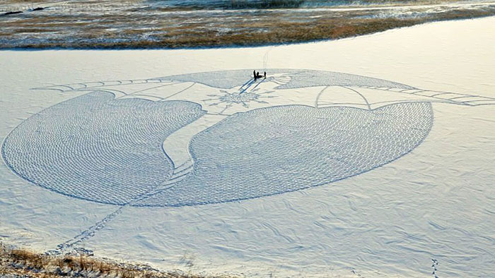 walking-snowshoes-snow-dragon-simon-beck-siberia-24