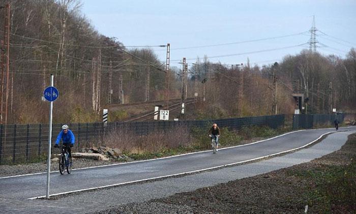 bicycle-autobahn-super-highway-germany-3