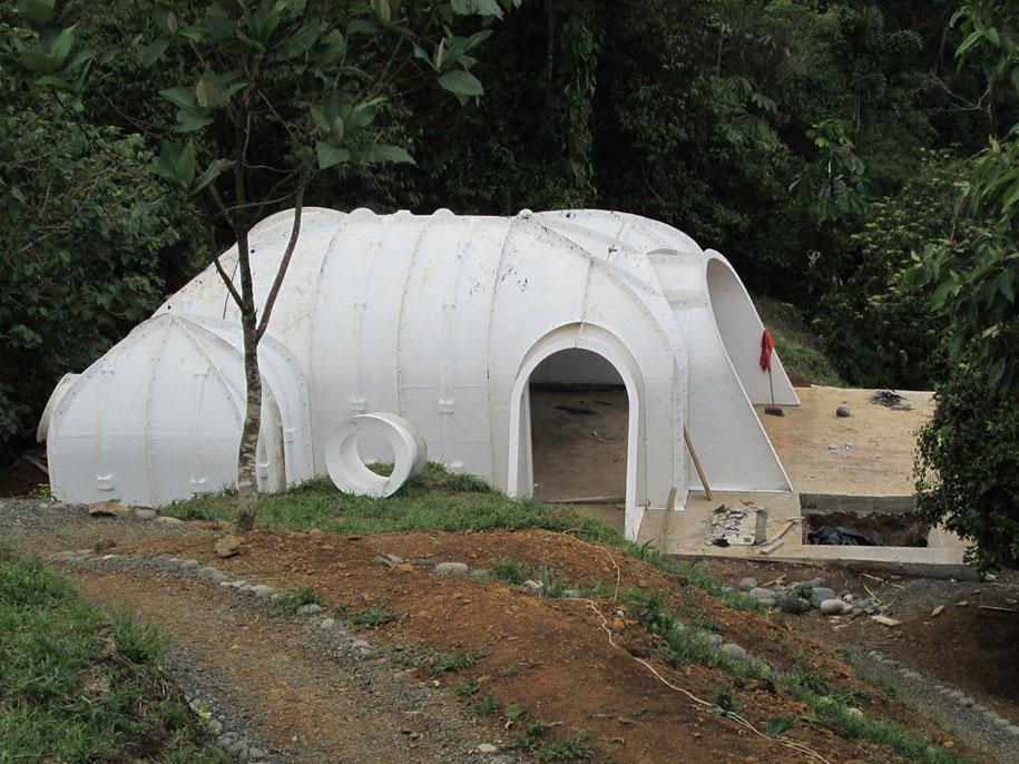 hobbit-holes-prefabricated-eco-friendly-houses-green-magic-homes-5