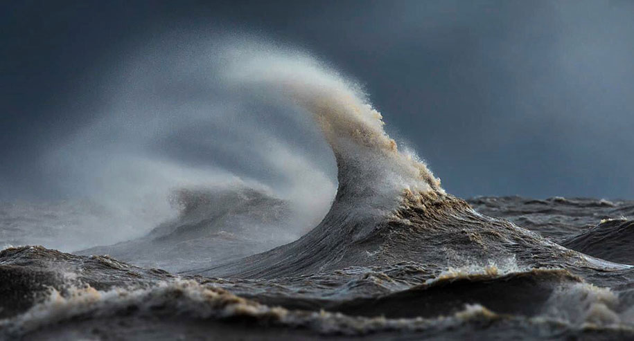 large-scary-waves-ocean-lake-erie-dave-sandford-10