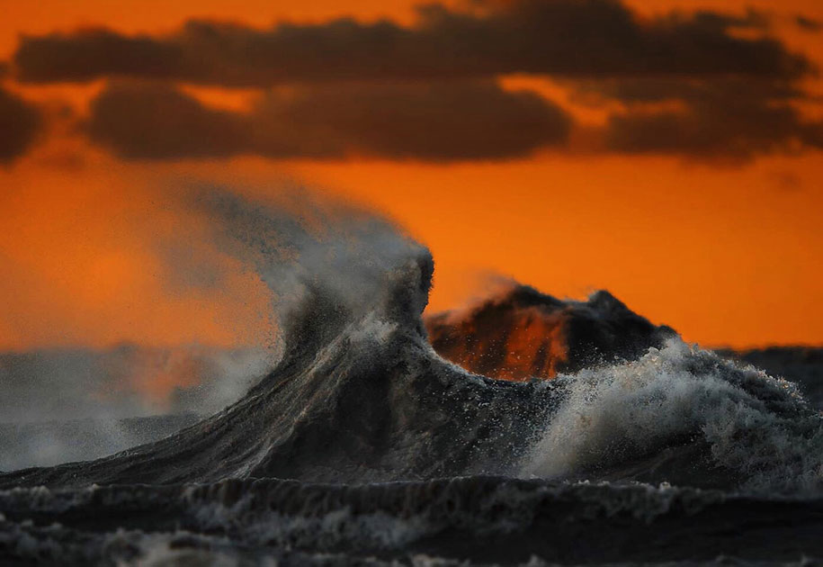 large-scary-waves-ocean-lake-erie-dave-sandford-11