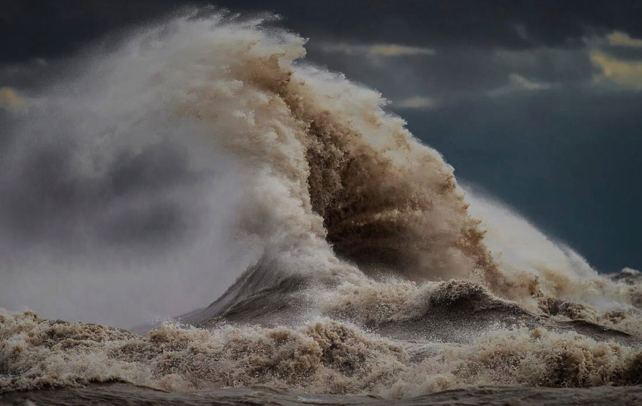 large-scary-waves-ocean-lake-erie-dave-sandford-12