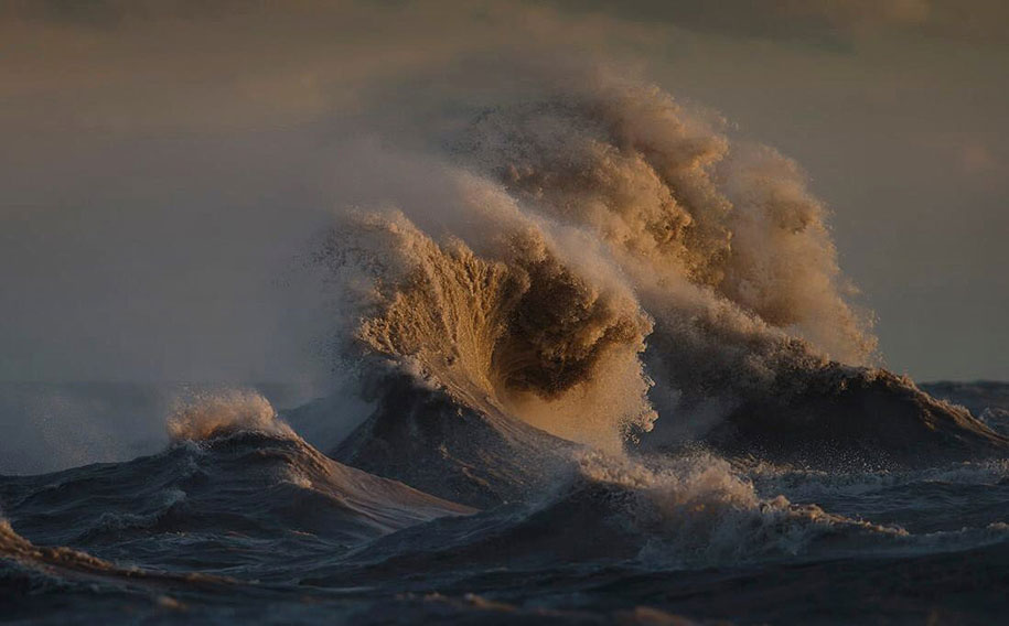 large-scary-waves-ocean-lake-erie-dave-sandford-3