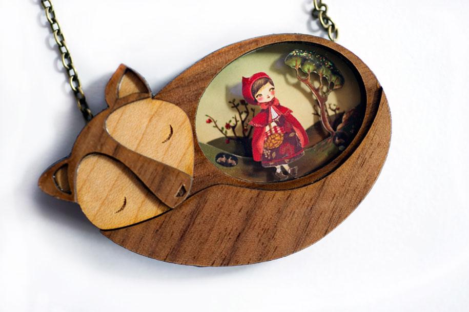 fairytale-necklaces-scenes-inside-laliblue-gemma-arnal-jerico-1