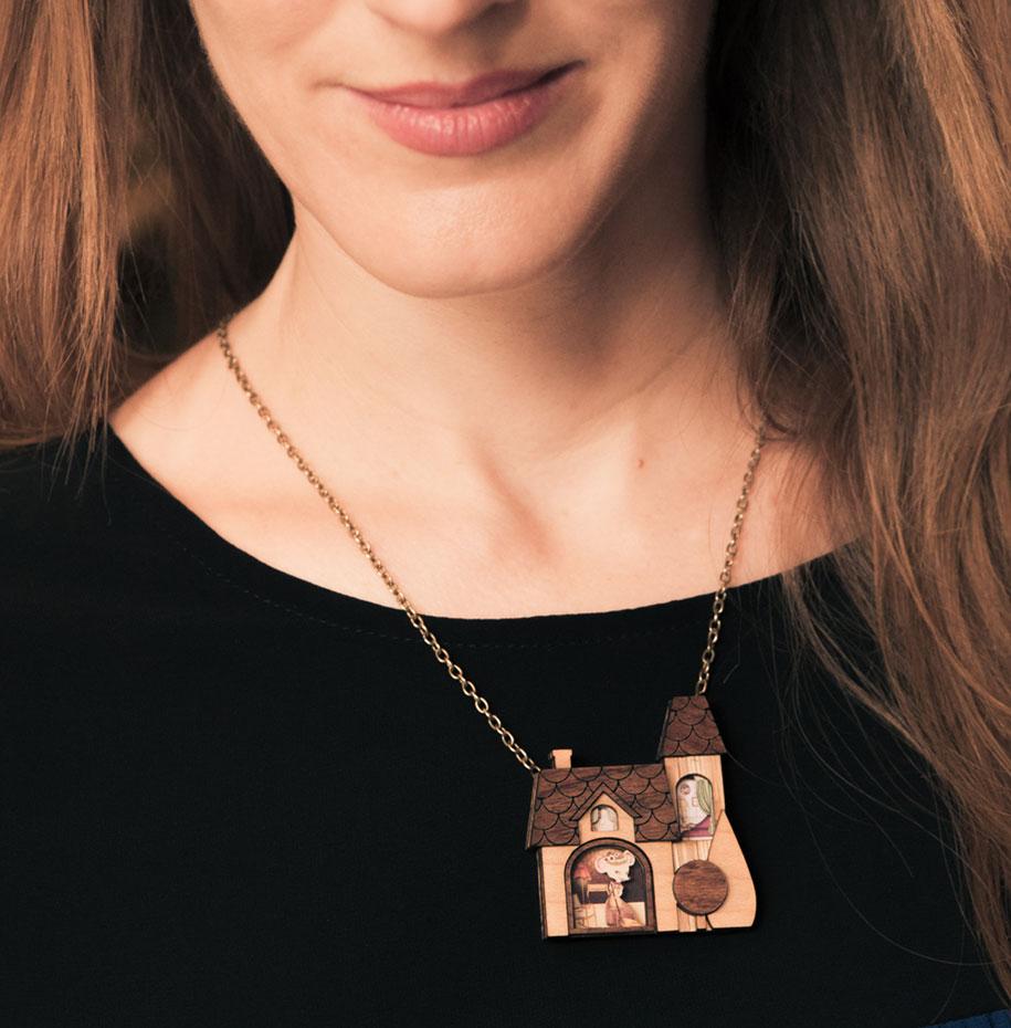 fairytale-necklaces-scenes-inside-laliblue-gemma-arnal-jerico-2