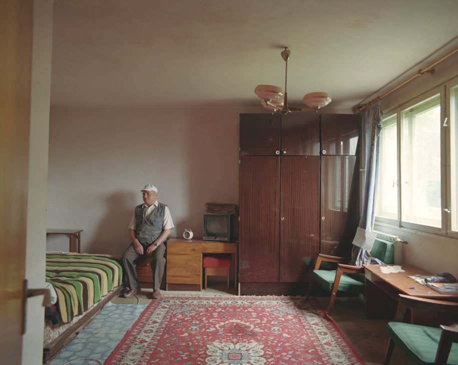 ten-floors-identical-apartments-neighbors-bogdan-girbovan-romania-3