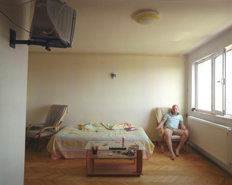 ten-floors-identical-apartments-neighbors-bogdan-girbovan-romania-7
