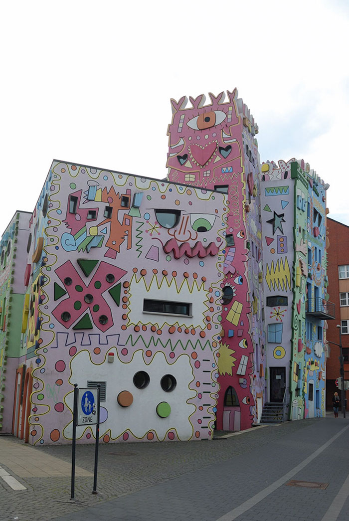 colorful-psychedelic-cartoon-buildings-james-rizzi-germany-2-2