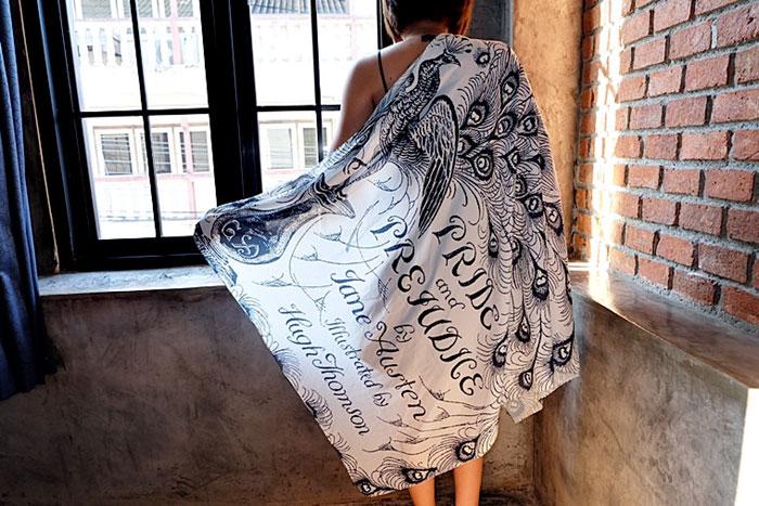 cover-text-art-book-lover-scarf-freshcomfy-pimolpan-thailand-1