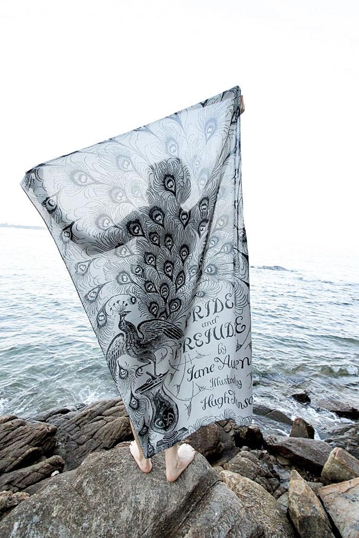 cover-text-art-book-lover-scarf-freshcomfy-pimolpan-thailand-43