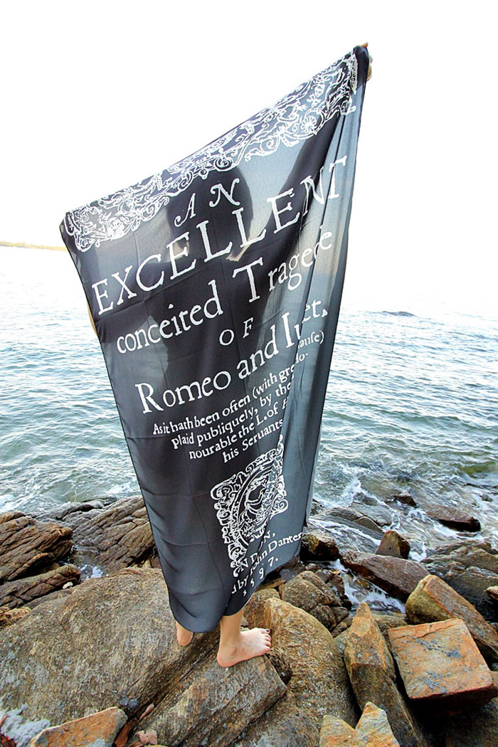 cover-text-art-book-lover-scarf-freshcomfy-pimolpan-thailand-44