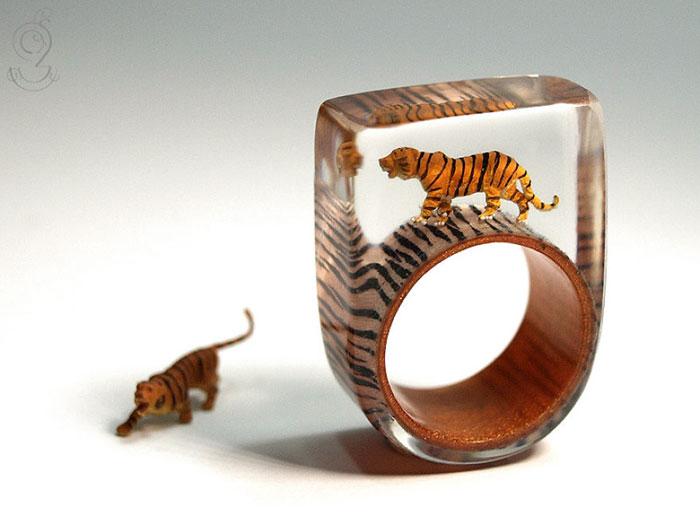 miniature-worlds-inside-jewelry-isabell-kiefhaber-germany-13