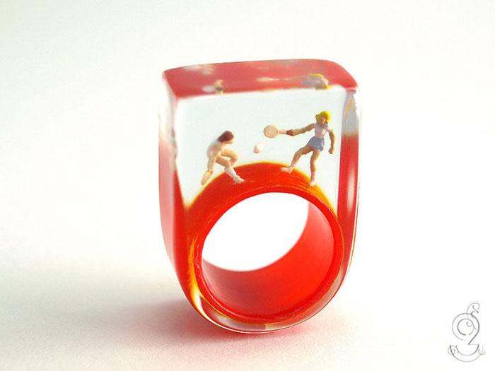 miniature-worlds-inside-jewelry-isabell-kiefhaber-germany-2