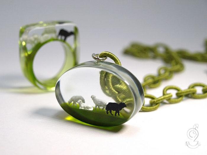 miniature-worlds-inside-jewelry-isabell-kiefhaber-germany-4