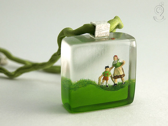 miniature-worlds-inside-jewelry-isabell-kiefhaber-germany-5