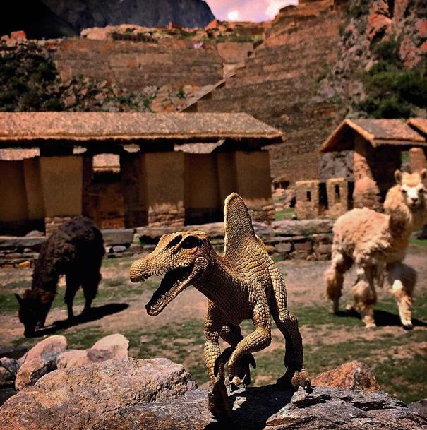 travel-photography-optical-illusions-dinosaur-toys-dinodinaseries-jorge-saenz-1