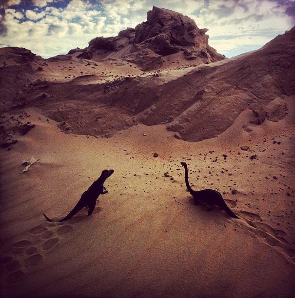 travel-photography-optical-illusions-dinosaur-toys-dinodinaseries-jorge-saenz-13