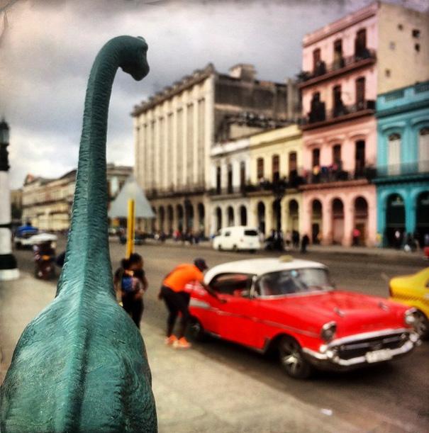 travel-photography-optical-illusions-dinosaur-toys-dinodinaseries-jorge-saenz-15