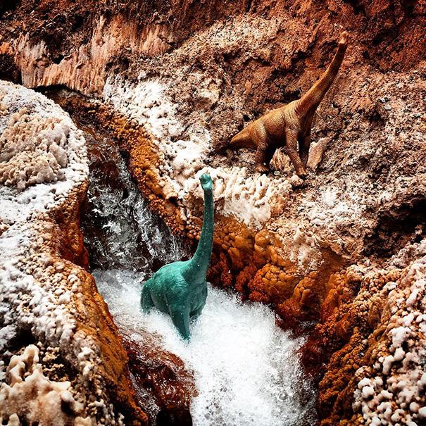travel-photography-optical-illusions-dinosaur-toys-dinodinaseries-jorge-saenz-17