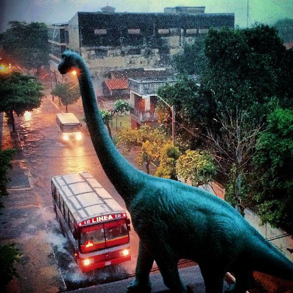 travel-photography-optical-illusions-dinosaur-toys-dinodinaseries-jorge-saenz-18