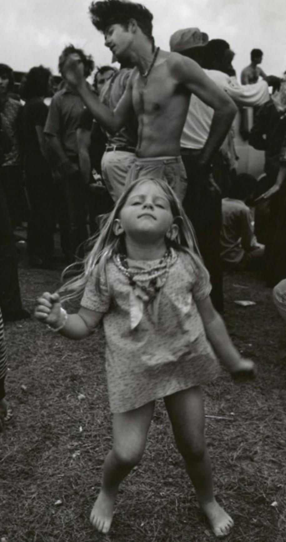 women-fashion-of-60s-woodstock-1969-15
