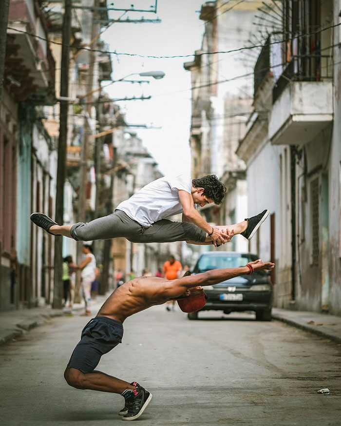 ballet-dancers-practice-on-streets-cuba-omar-robles-12
