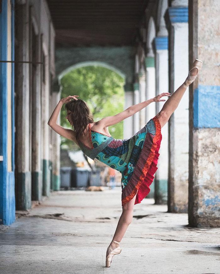 ballet-dancers-practice-on-streets-cuba-omar-robles-8