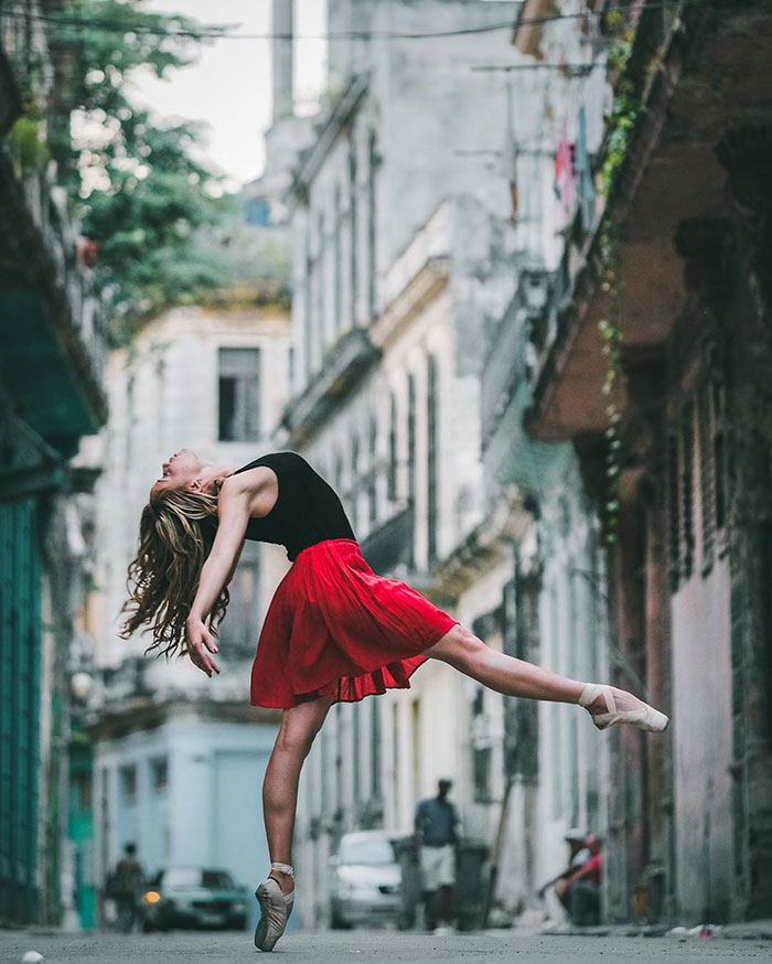 ballet-dancers-practice-on-streets-cuba-omar-robles-9
