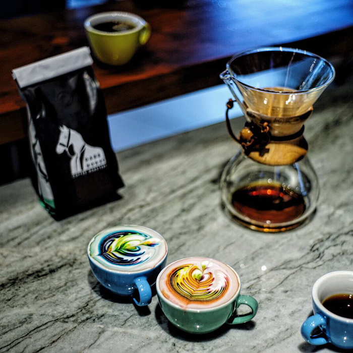 barista-colorizes-coffee-art-using-food-dye-8
