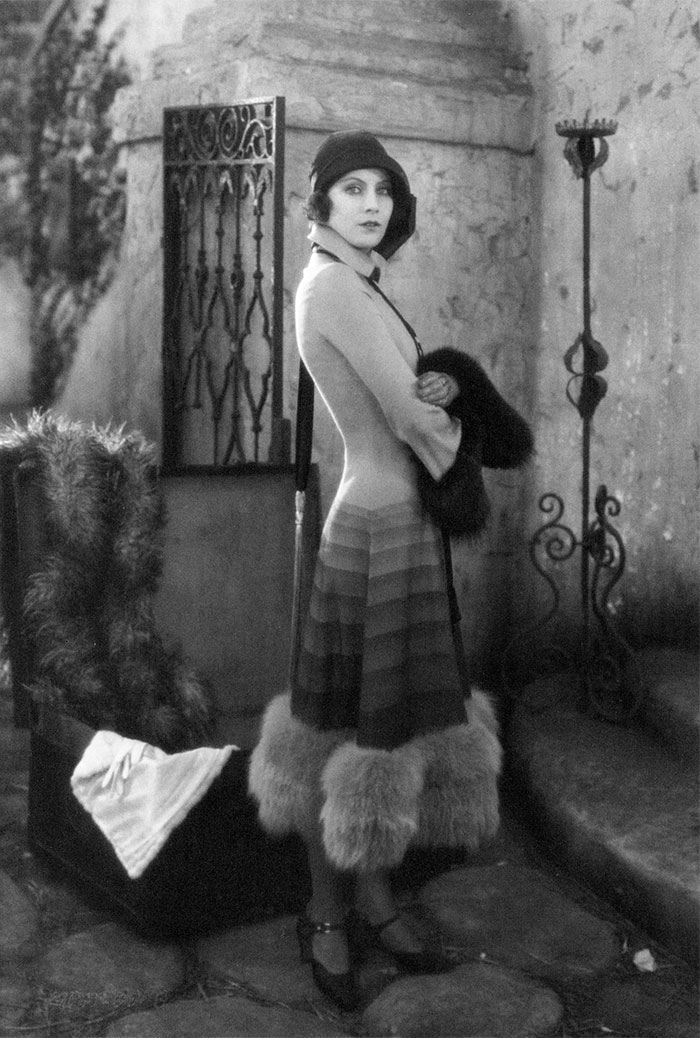 beginning-of-modern-fashion-1920s-women-fashion-1