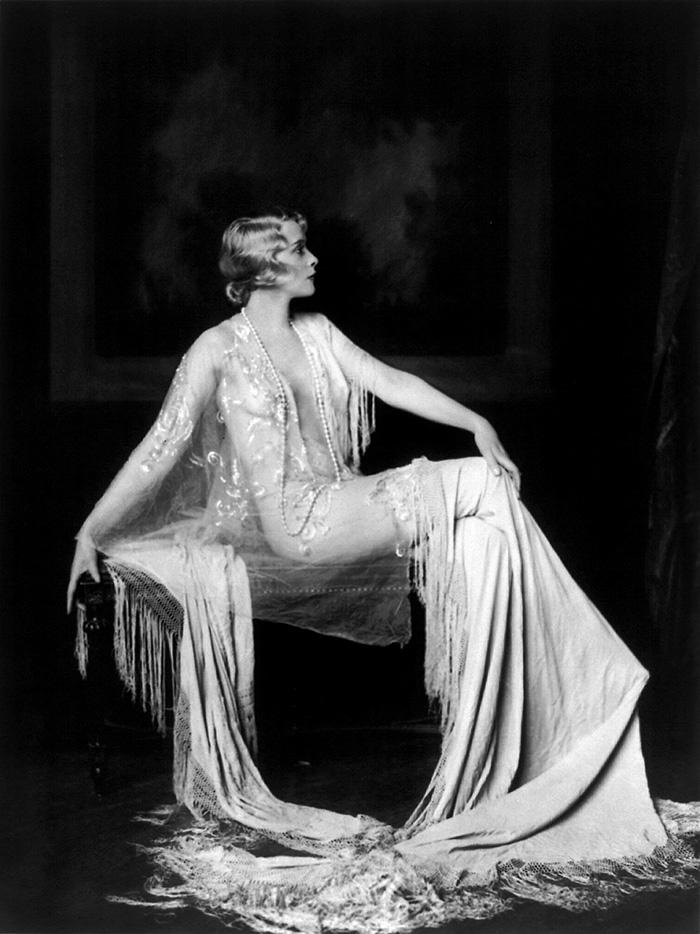 beginning-of-modern-fashion-1920s-women-fashion-14