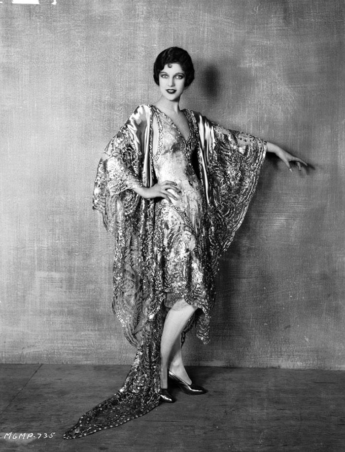 beginning-of-modern-fashion-1920s-women-fashion-4