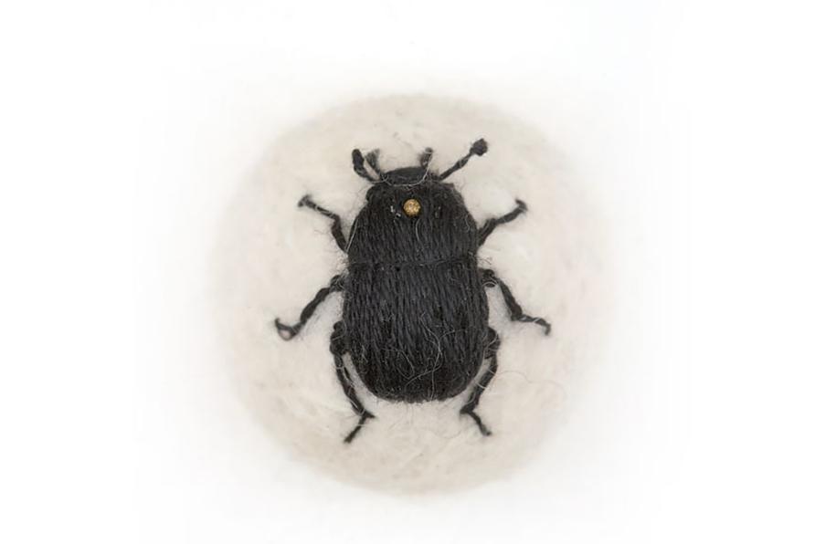 outside-the-box-embroidery-art-24