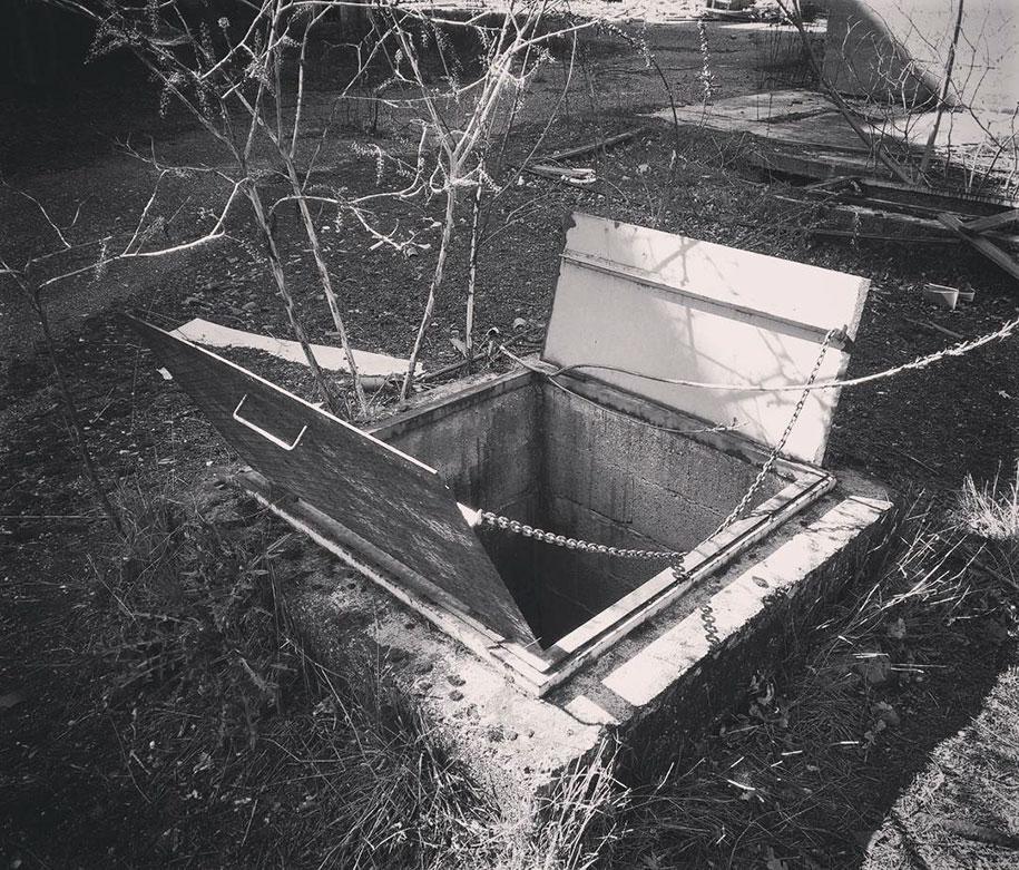 secret-rooms-manhole-borderlife-biancoshock-milan-italy-1