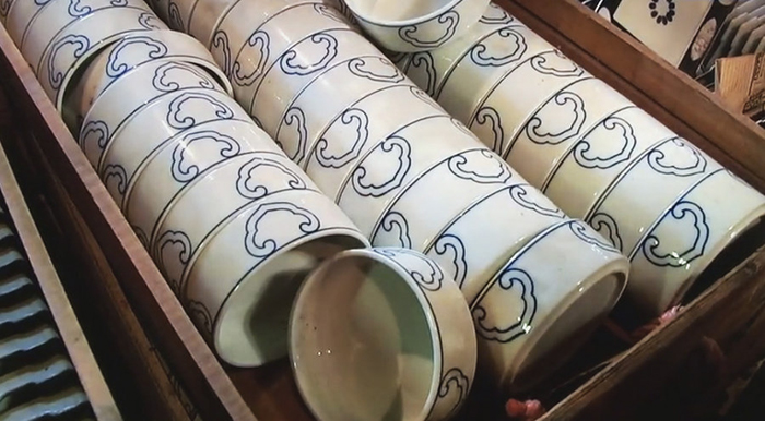 treasure-hunting-porcelain-warehouse-kouraku-kiln-japan-5