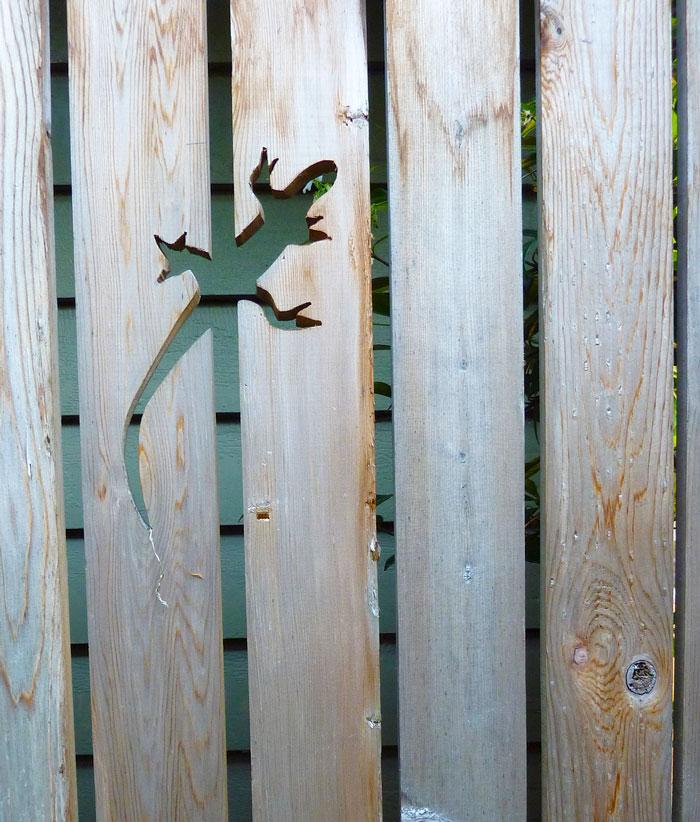 creative-diy-garden-fence-ideas-12