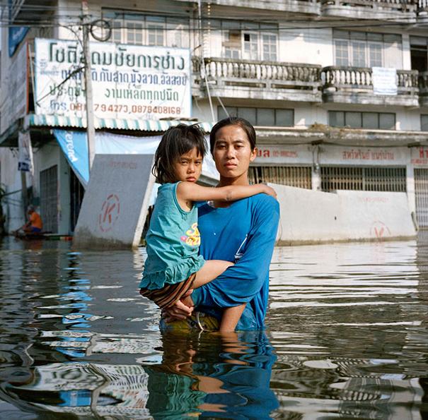 drowning-world-portraits-climate-change-gideon-mendel-7