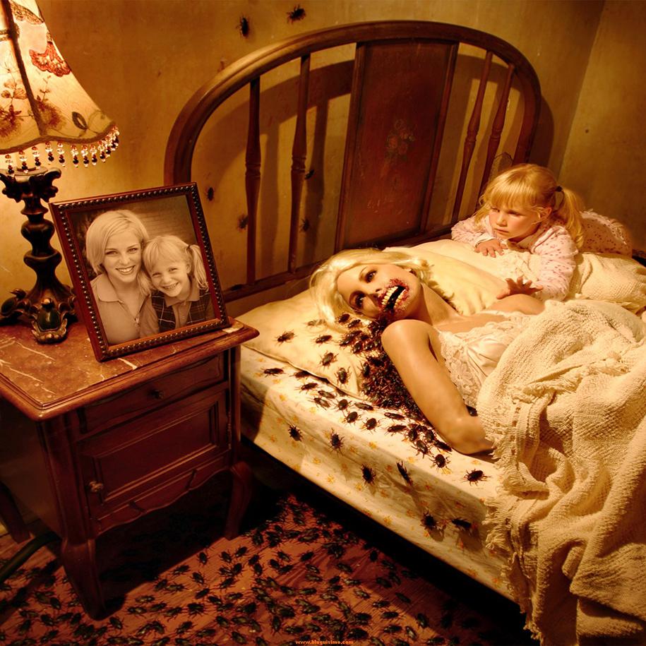 horror-family-photoshoot-creative-children-photography-joshua-hoffine-19