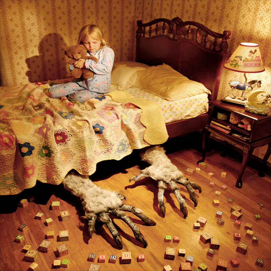horror-family-photoshoot-creative-children-photography-joshua-hoffine-21
