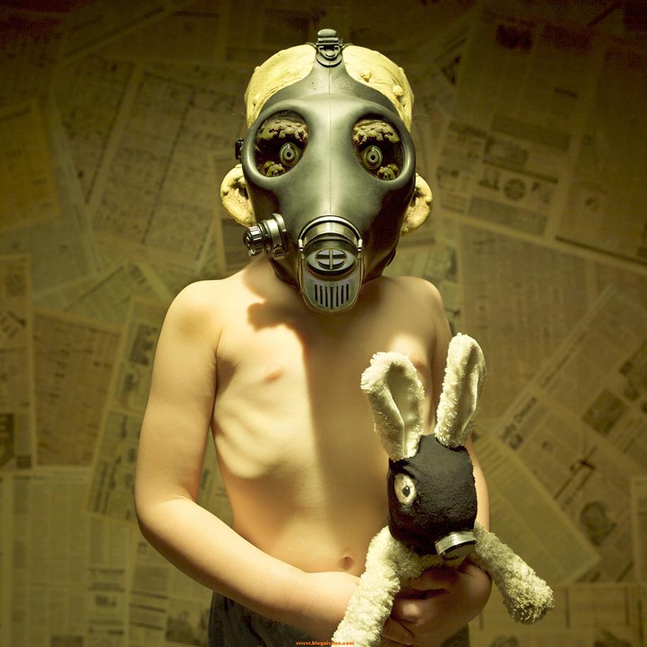 horror-family-photoshoot-creative-children-photography-joshua-hoffine-7