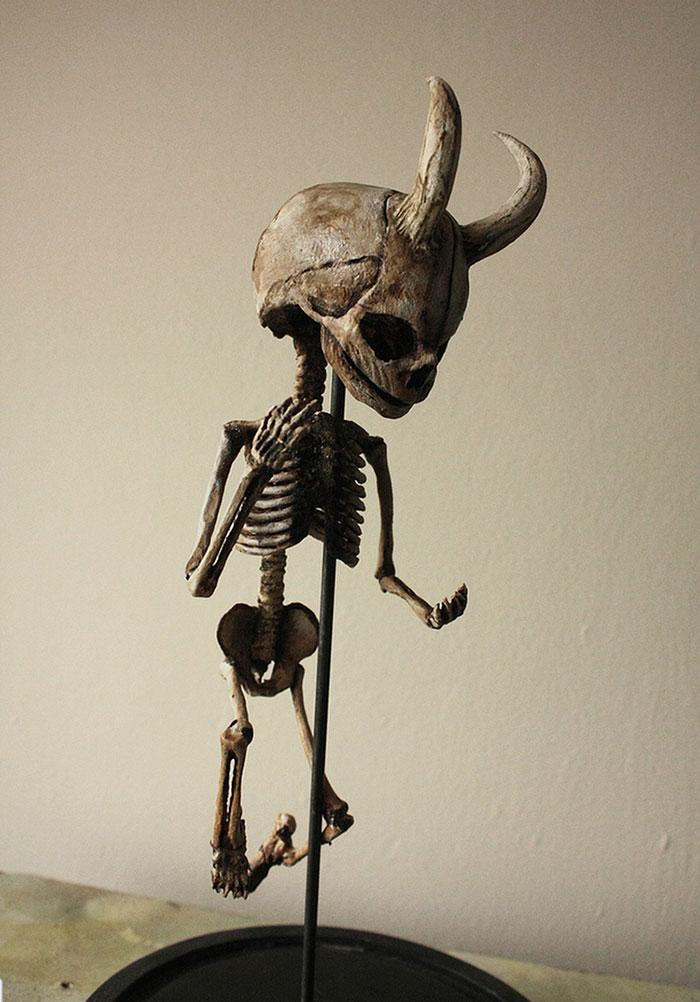 mysterious-skulls-skeletons-thomas-theodore-merrylin-home-london-7