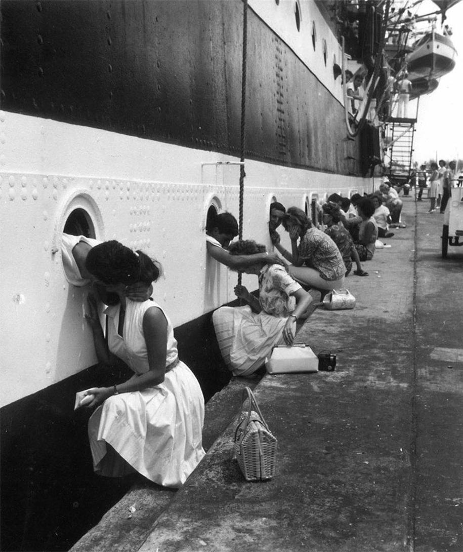 vintage-ww2-photos-war-couples-kiss-love-romance-11