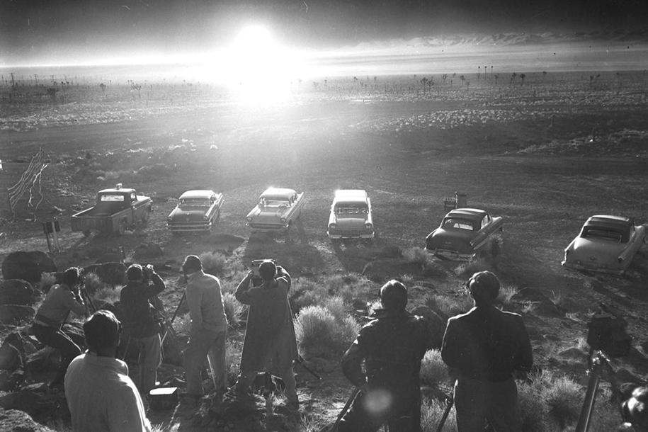 nuclear-tourism-1950s-atomic-bomb-las-vegas-6