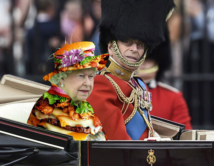 queen-elizabeth-green-screen-dress-funny-photoshop-battle-1