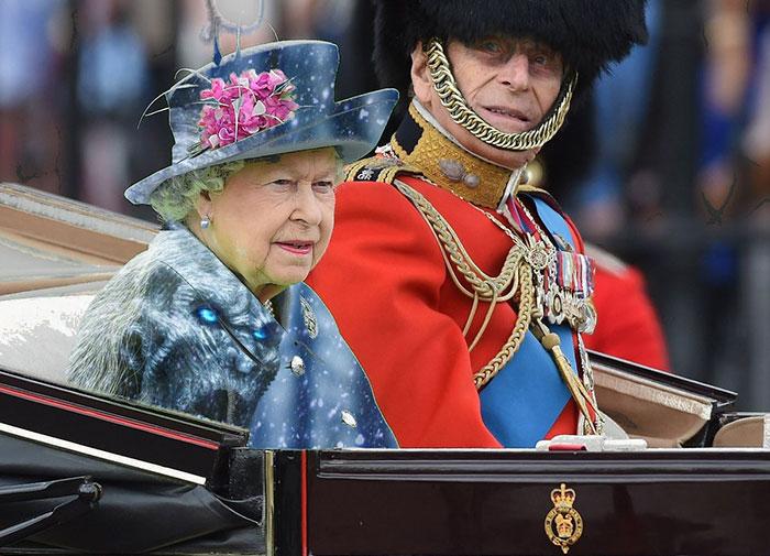 queen-elizabeth-green-screen-dress-funny-photoshop-battle-4