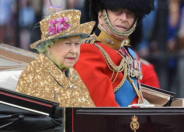 queen-elizabeth-green-screen-dress-funny-photoshop-battle-5